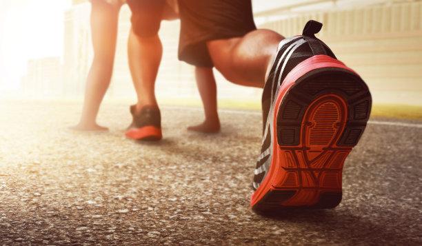 奔跑起步特写