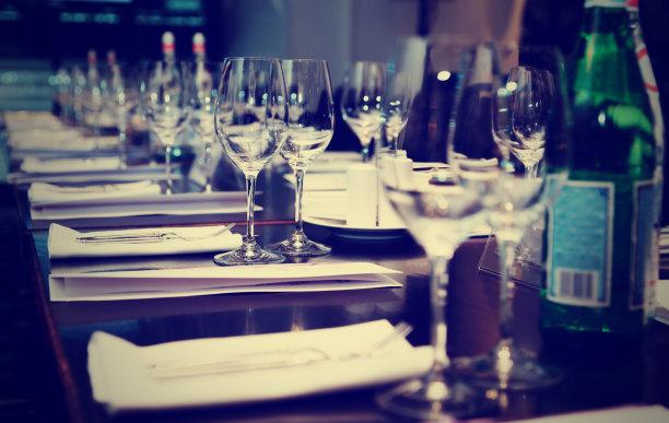 晚餐桌子单色图片