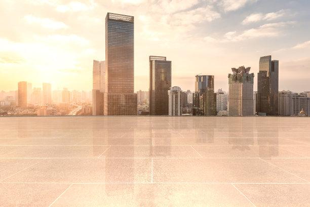 夕阳下城市天际线