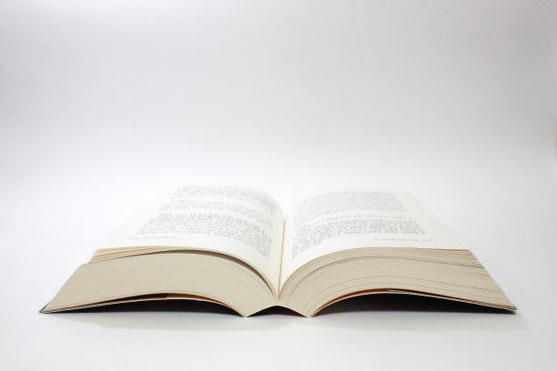 打开的书白色背景