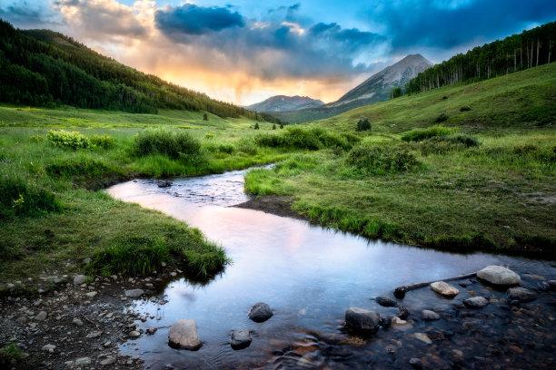 克莱斯巴山大角鹿山脉图片