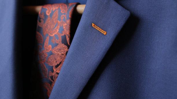 配西装的领带