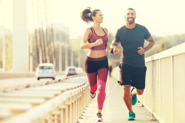 男女幸福慢跑