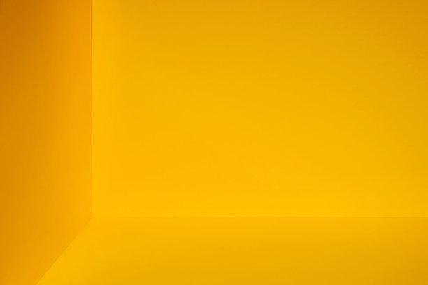 角落黄色影棚拍摄