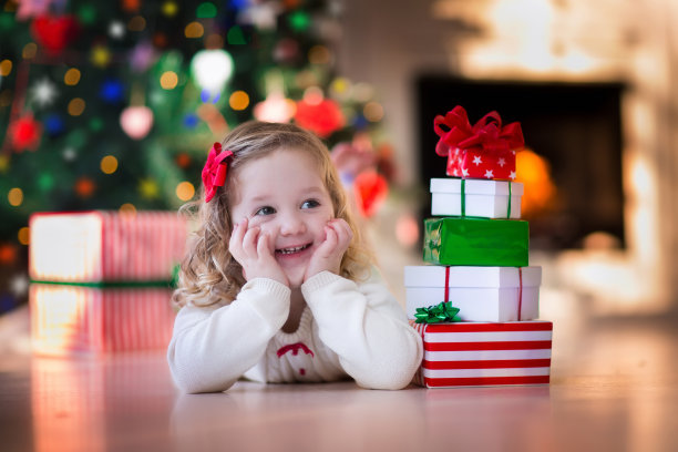 小女孩圣诞节礼物