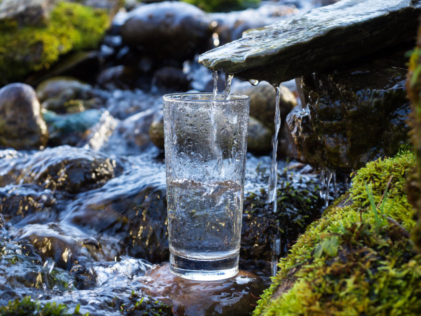 纯净水玻璃淡水