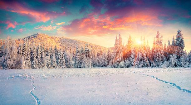 色彩鲜艳冬天雪景