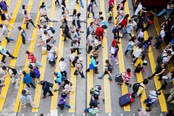 高峰时间行人人行横道