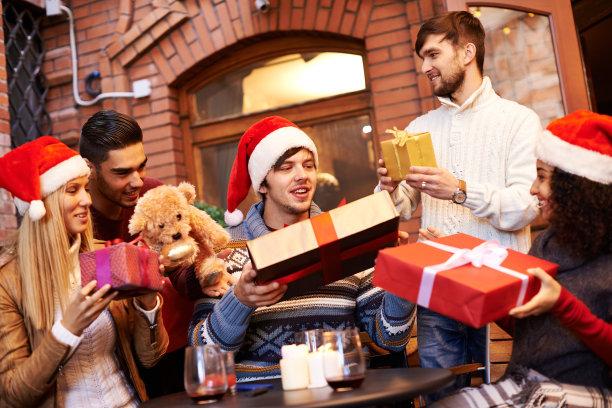 圣诞聚会赠送礼物