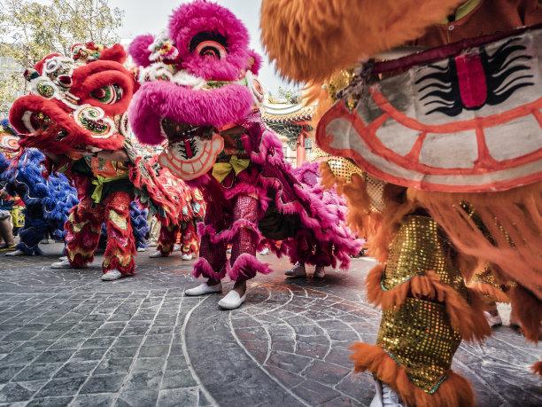 曼谷新年前夕狮子舞蹈