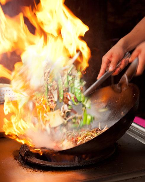 火焰炒菜锅图片