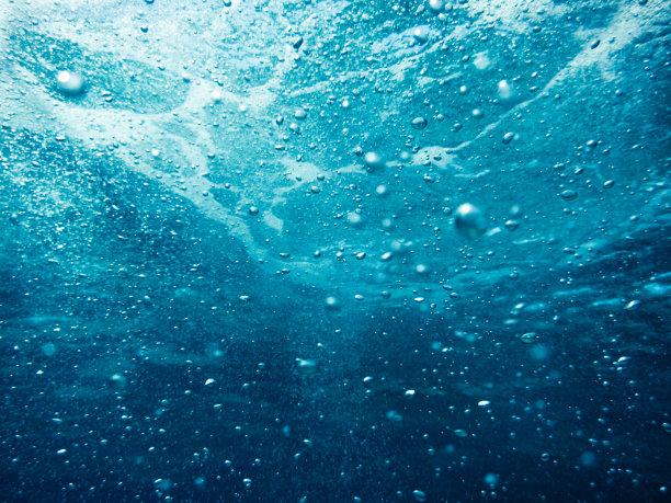深水下的水泡