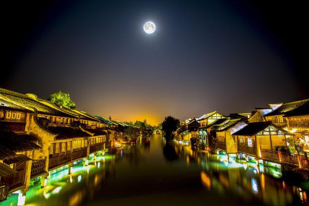 夜晚月亮城镇