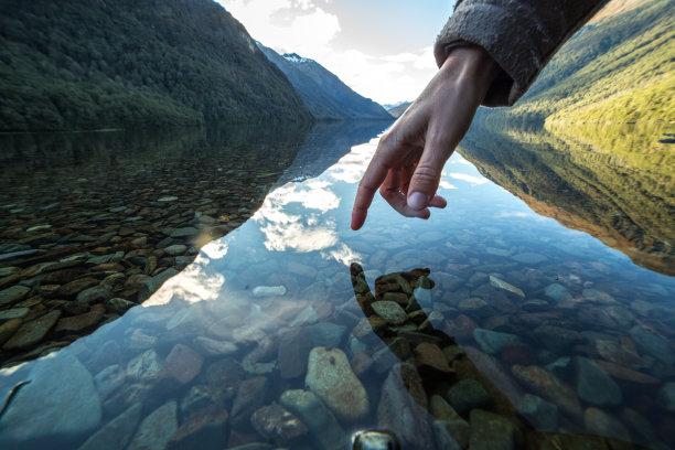 触摸手指山