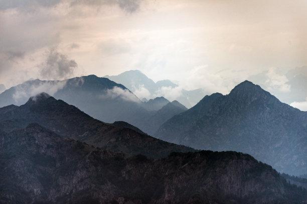 阿尔卑斯山脉雾地形