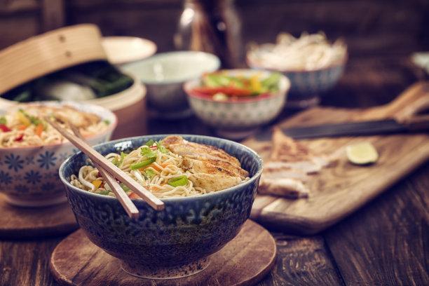 鸡肉面条汤中国食品炒面