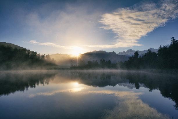 黎明马瑟森湖山