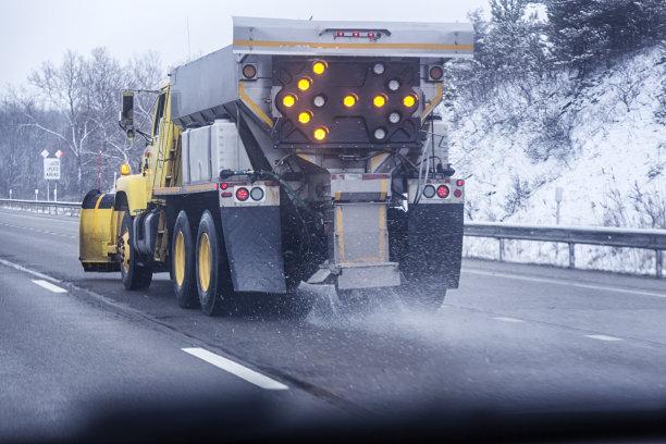 路盐扫雪车自动反斗卡车
