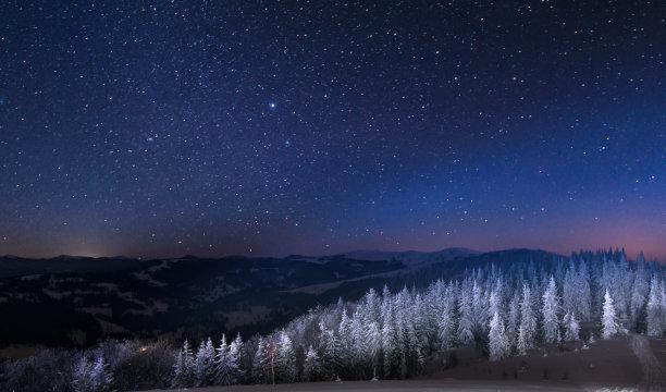澳大利亚阿尔卑士山脉室内过夜夜晚