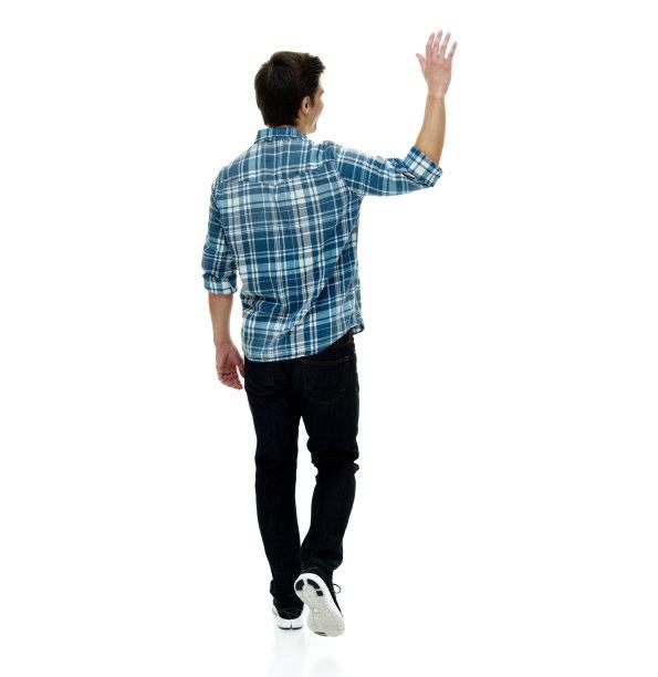 举起手打招呼的背面视角