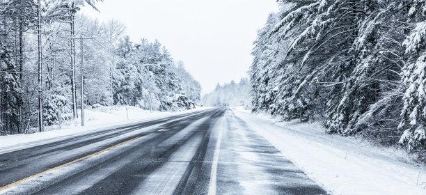大风雪冬天公路
