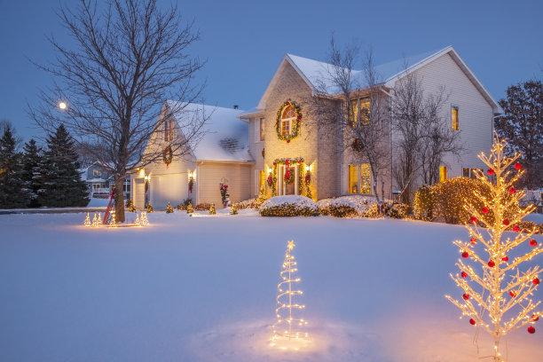 温馨雪天小屋