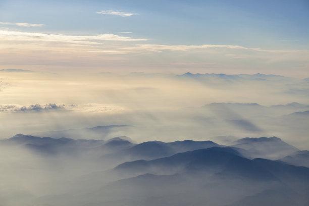 云在上面山