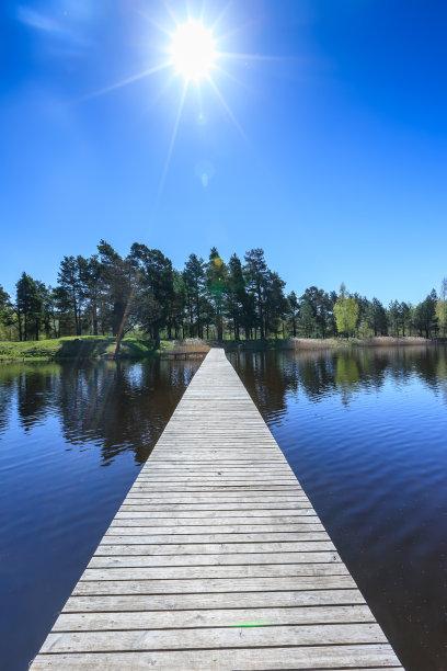 湖,人行桥,在上面