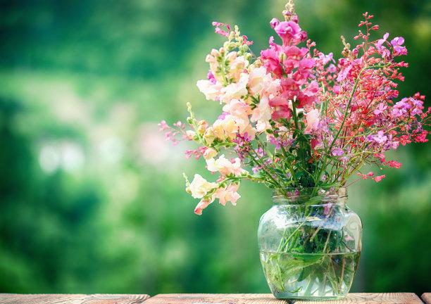 装野花的花瓶