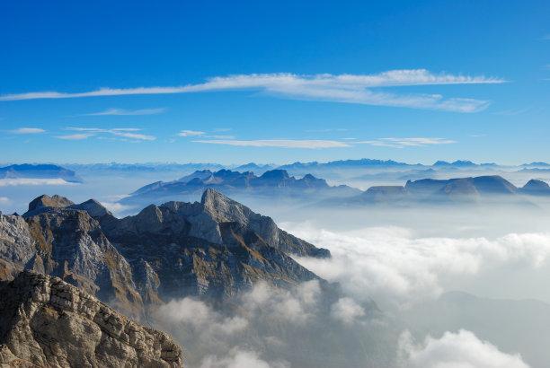 在上面山山顶