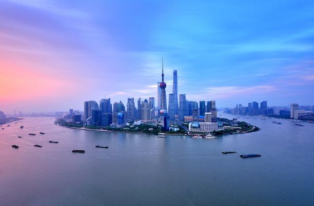 上海黑云压城城市天际线