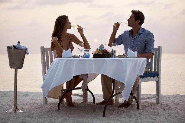 海滩晚餐异性恋