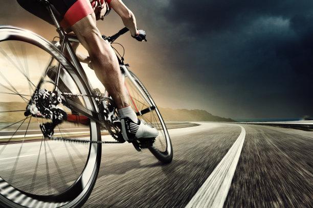 骑自行车路图片
