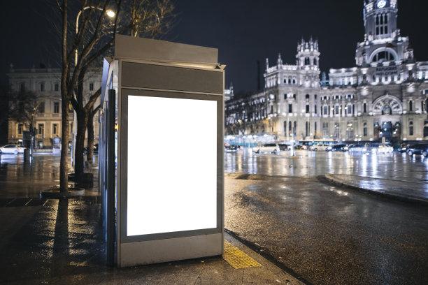 公共汽车站布告栏马德里