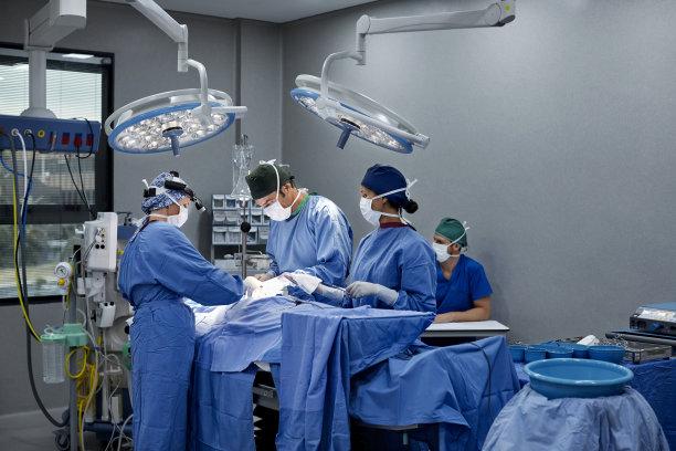 病人报告加护病房