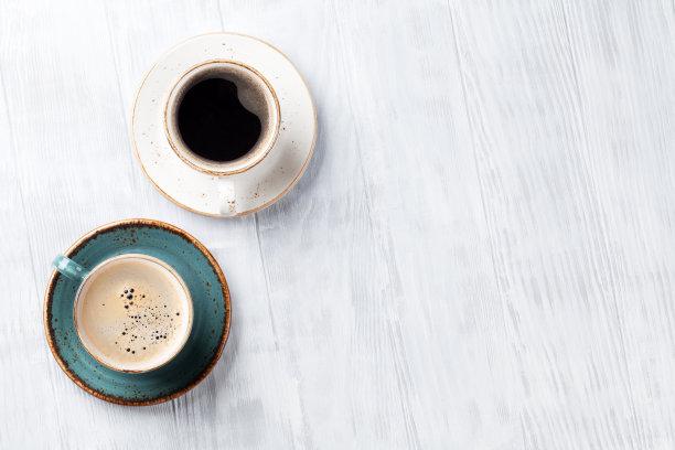 咖啡杯木制餐桌
