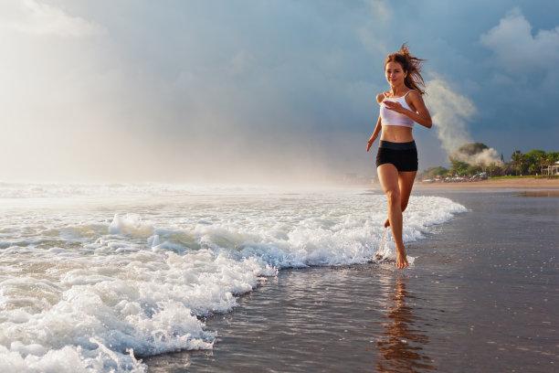 海边奔跑运动