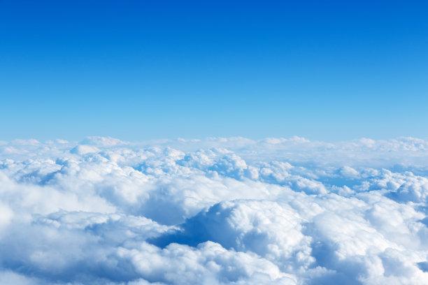 云飞机窗户