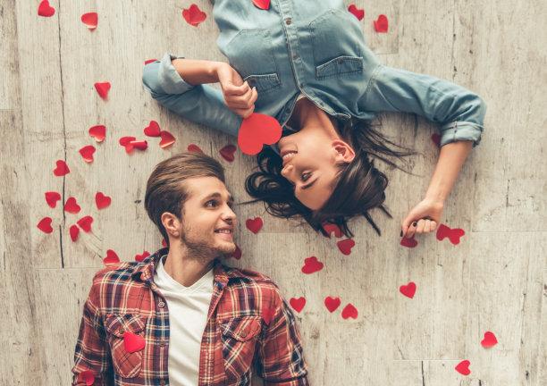 幸福的青年伴侣