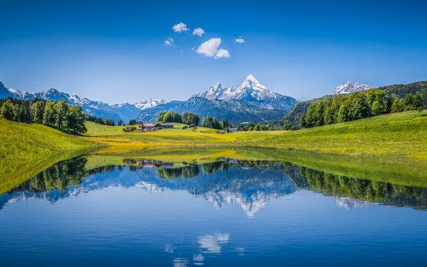 阿尔卑斯山湖面