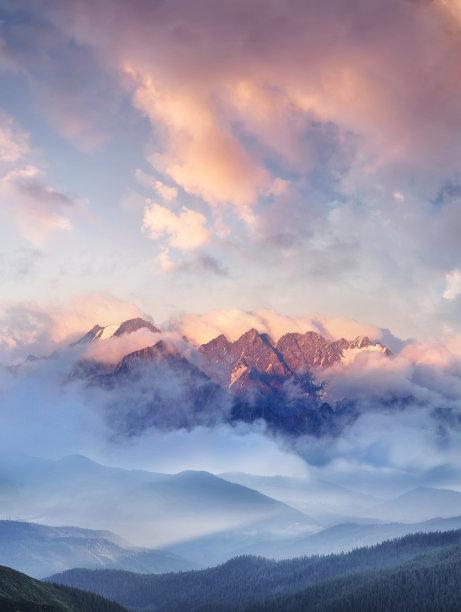 山脉云景地形