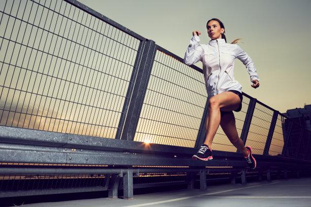 慢跑女人图片