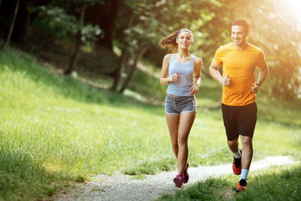 情侣慢跑运动