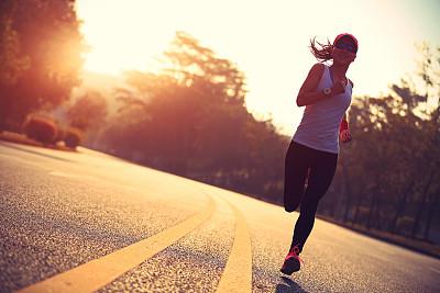 青年人奔跑运动