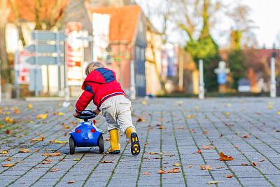 儿童乐趣青绿色