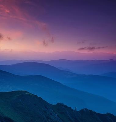 山成一排黄昏