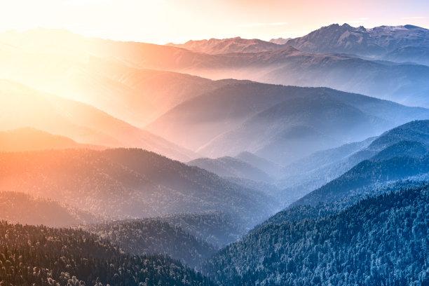 早晨秋天山顶
