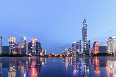 深圳建筑外部方形画幅