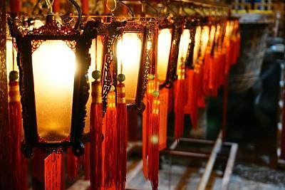 寺庙悬挂的灯笼