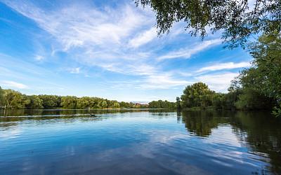 公园里的湖